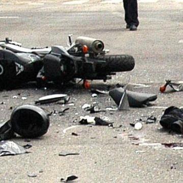 Balesetben meghalt egy motoros a budapesti Blaha Lujza tér közelében