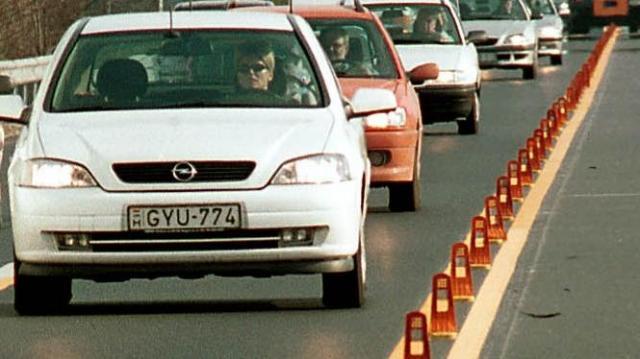 Két héten át sávszűkületek lesznek a Bécsi út és a Vörösvári út csomópontjában