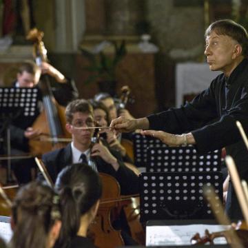 Budapesten kezdi turnéját a Kodály Zoltán Ifjúsági Világzenekar, majd Gyulán és Debrecenben is fellép