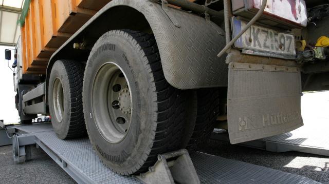 Hétfőtől fokozottan ellenőrzik a teherautókat és a buszokat