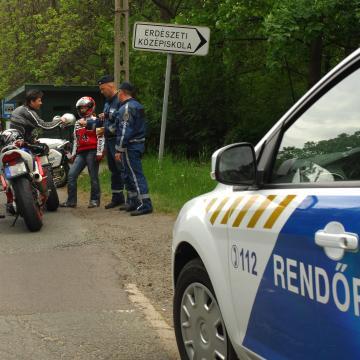 Fokozott rendőri ellenőrzés volt a Balatonnál és a Velencei-tónál