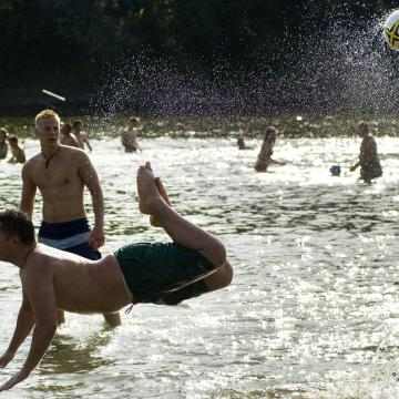 Meghívásos fürdőzés - ingyen strandolást ajánlanak a miskolciaknak, a nyíregyháziaknak és a debrecenieknek