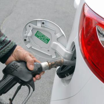 Szeptembertől a kőolaj világpiaci árától függ az üzemanyagok jövedéki adója