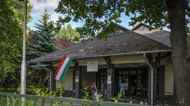 Átadták a Debreceni Terápiás Ház felújított részlegeit
