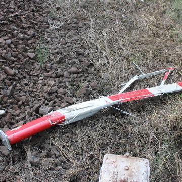 Letörte a vasúti sorompó csapórúdját