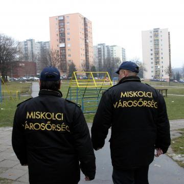 A DK migránsokat költöztetne Miskolcra, az avasi MSZP-s képviselő visszaküldené őket hazájukba