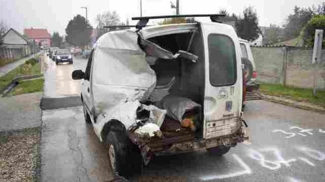 Ittasan okozott vasúti balesetet egy autós Táton
