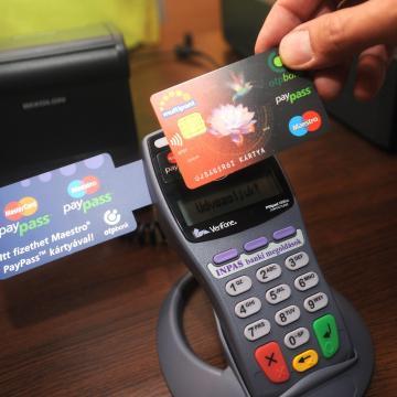 Nőtt a hitelkártyák forgalma, de a kártyaszám stagnál Magyarországon