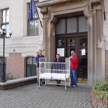 Bohócdoktorok gondoskodtak a szegedi gyermekklinika új kórházi ágyáról