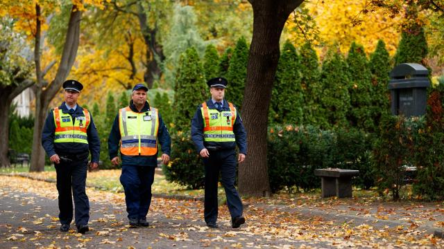 Halottak napja - A rendőrség fokozott óvatosságot kér a temetőkbe látogatóktól