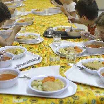 Sósabb ételt kaphatnak a gyerekek a menzákon
