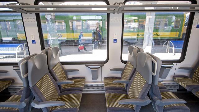 Elővárosi vonatokat állít távolsági forgalomba a MÁV-Start