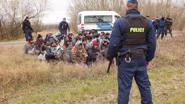 Illegális migránsokat tartóztattak fel Csongrádban