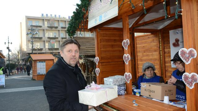 Megnyílt az Ajándék kuckó a Kossuth téren