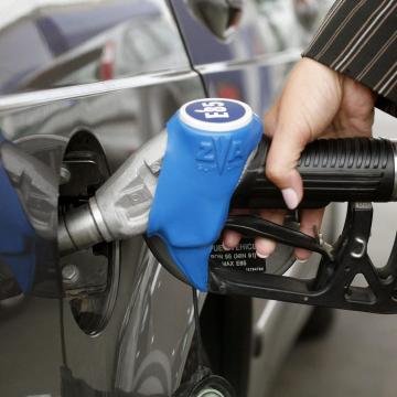 Négyszáz forint alatt maradhat az üzemanyag ára az idén a szakértők szerint