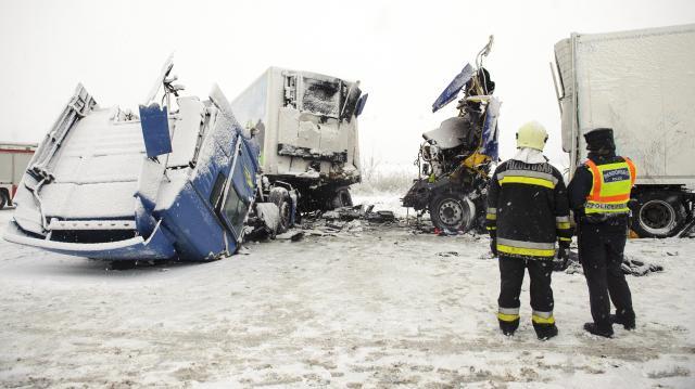 Hét balesetben heten haltak meg a hétvégén az ország közútjain