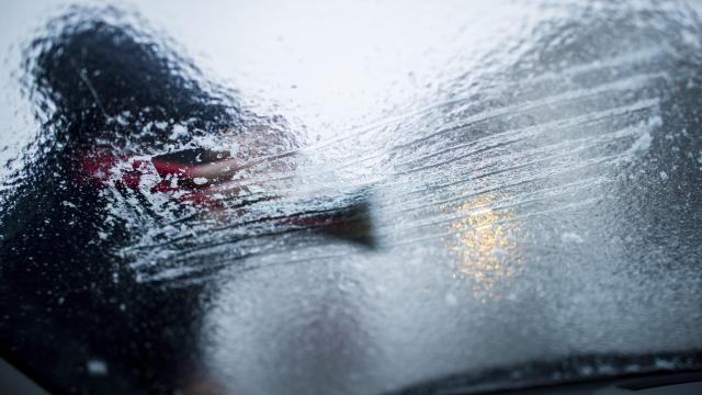 Ónos eső és havazás nehezíti a közlekedést