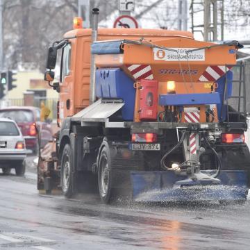 Ónos eső és hó jön a hétvégére - néhol 10-20 centi is hullhat