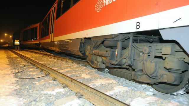 A váltón siklott ki Esztergomban a vonat