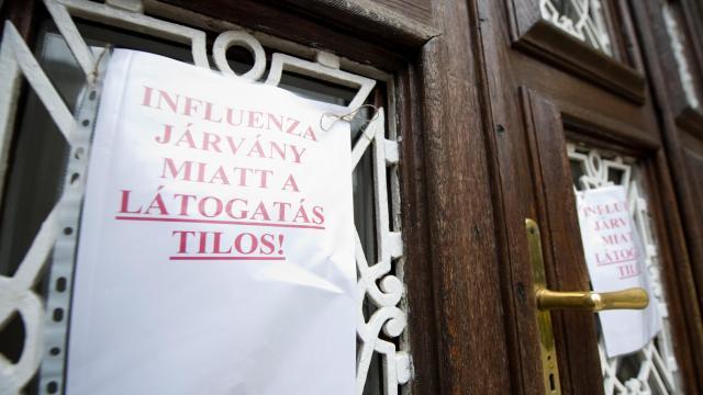 Egyre több egészségügyi intézményben tilos a látogatás