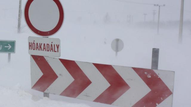 Hideg idő - Útlezárások hóakadályok miatt Borsodban
