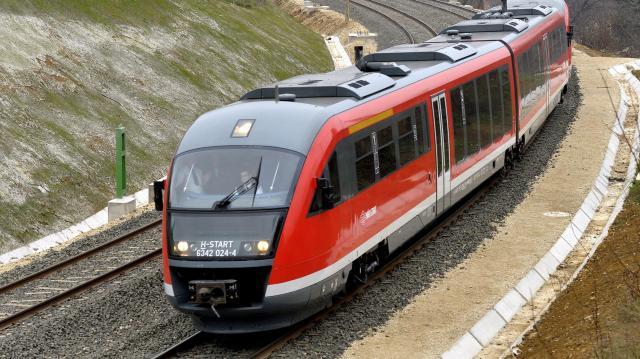 Újra teljes vonalon járnak a vonatok