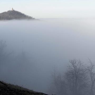 Egyre nagyobb területen várható sűrű köd