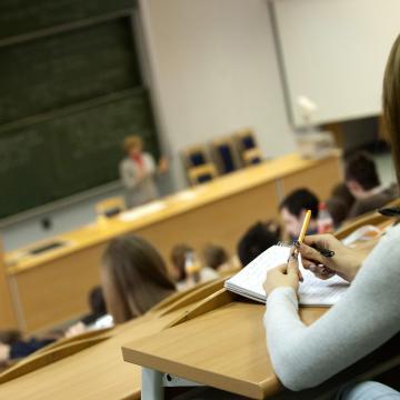 Éjfélig lehet jelentkezni a szeptemberi felsőoktatási képzésekre