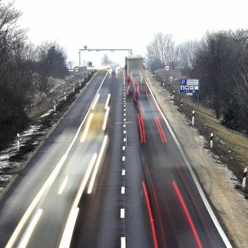 Mintegy háromezer milliárd forintból javítják és építik az új utakat