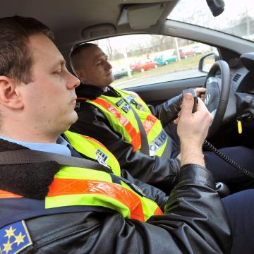 Nehéz teherautókat és autóbuszokat ellenőriz a rendőrség a héten