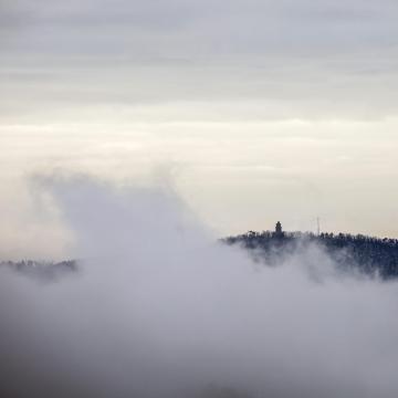 Továbbra is sűrű ködre és sokfelé ónos esőre is számítani kell