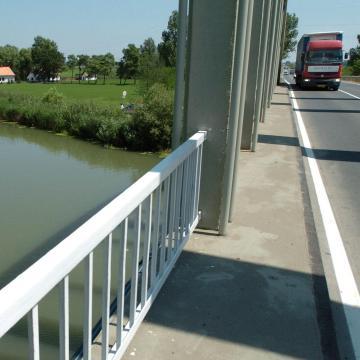 Baleset miatt lezárták a Keleti főcsatorna hídját Balmazújvárosnál
