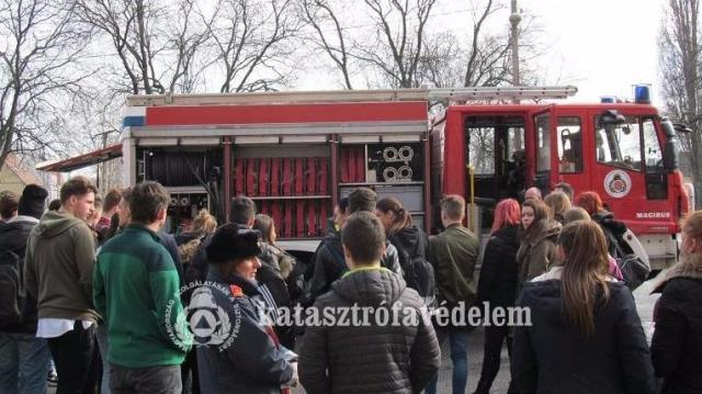 Tűzoltók is toboroztak Csornán