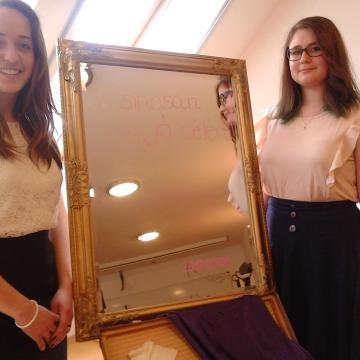 Zeneterápiás alapítványt segít két fiatal szegedi lány