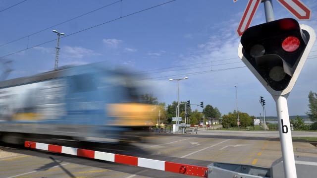 Kiemelt ellenőrzéseket tart a vasúti átjárókban a MÁV és a rendőrség