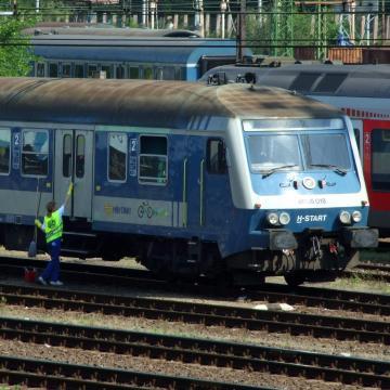 Március 31-éig érvényesek az első félévre kiadott diákigazolványok a vonatokon