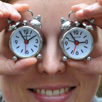 Óraátállítás! - Vasárnap kezdődik a nyári időszámítás