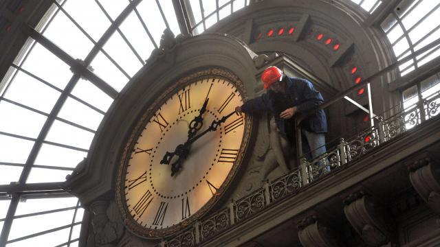 Az óraátállítás miatt változik a közösségi közlekedés menetrendje