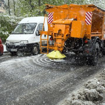 Időjárás - Többfelé hófúvásra is figyelmeztetnek, a Tiszántúlon esőt hoz a szél