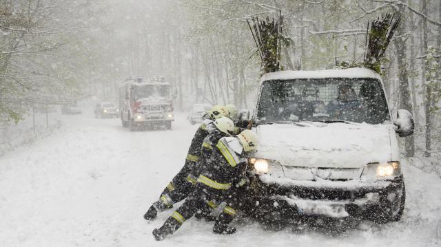 Országszerte 360 helyszínen kellett beavatkozniuk a tűzoltóknak