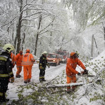 Több százszor riasztották a tűzoltókat a rossz idő miatt