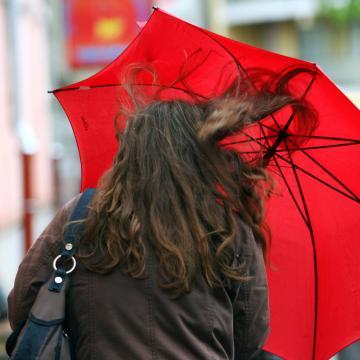 Esernyőre és könnyű kabátra még szükség lesz a hétvégén
