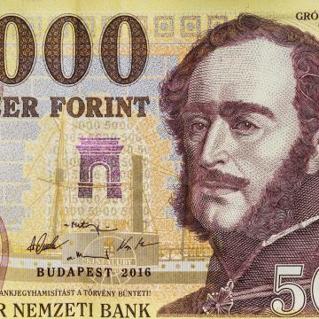 Még három hónapig lehet fizetni a régi bankjegyekkel