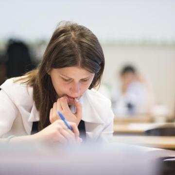 A matematikai írásbelikkel folytatódnak a vizsgák