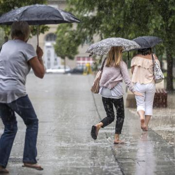 Esős, zivataros idő lesz a hétvégén