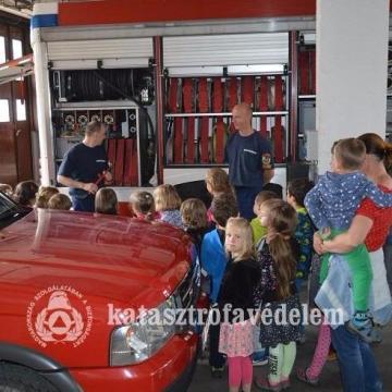 Gyereknapra készülnek a tűzoltók