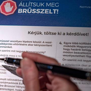 Meghosszabbítják a nemzeti konzultációs kérdőívek visszaküldési határidejét