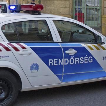 Díjkitűzés visszavonása - Mercedes terepjárót és vadászfegyvereket loptak Kisgyőrből