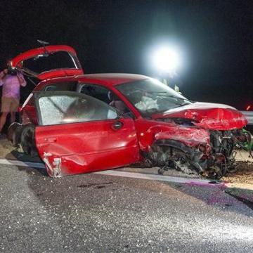 Ketten meghaltak egy balesetben Enese közelében