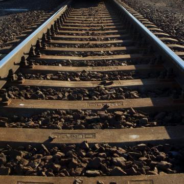 Leszakadt egy vasúti felsővezeték Érdnél
